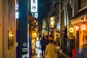 京都先斗町の街並みの写真素材 [FYI01232999]