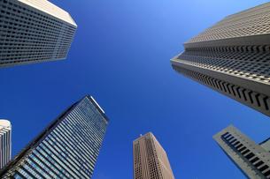 東京新宿の高層ビル群の風景の写真素材 [FYI01233160]