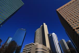 東京新宿の高層ビル群の風景の写真素材 [FYI01233161]