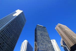 東京新宿の高層ビル群の風景の写真素材 [FYI01233163]