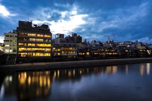 京都先斗町の街並みの写真素材 [FYI01233352]