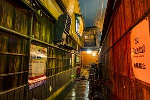 京都先斗町の街並みの写真素材 [FYI01233359]