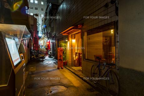 京都先斗町の街並みの写真素材 [FYI01233362]