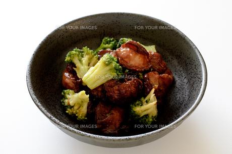 砂肝とブロッコリーの炒め物の写真素材 [FYI01233540]