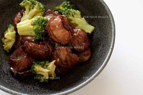 砂肝とブロッコリーの炒め物の写真素材 [FYI01233541]