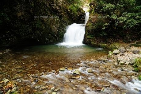 横谷峡四つの滝の二見滝の写真素材 [FYI01233548]