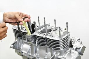 大型バイクエンジンの整備の写真素材 [FYI01233616]