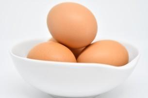 赤卵 4個 正面の写真素材 [FYI01234282]