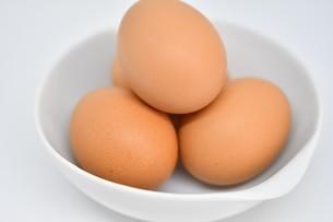 赤卵 4個の写真素材 [FYI01234283]