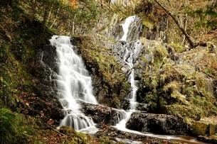 飛騨清見 登竜門滝の写真素材 [FYI01234347]