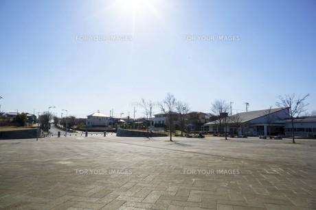 光と住宅地と公園の写真素材 [FYI01234436]