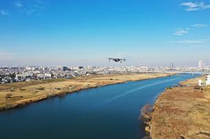 江戸川上空のドローンの写真素材 [FYI01234558]
