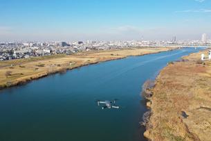 江戸川上空のドローンの写真素材 [FYI01234559]
