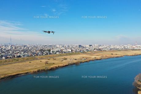 江戸川上空のドローンの写真素材 [FYI01234561]