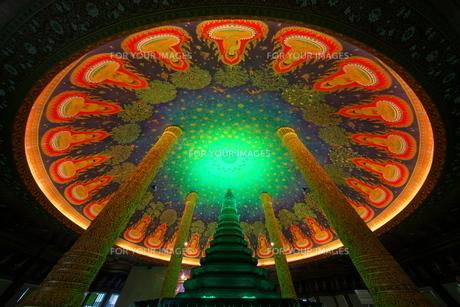 ワットパクナムの天井画の写真素材 [FYI01234676]