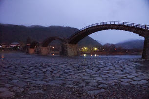 錦帯橋(早朝)の写真素材 [FYI01235017]