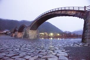 錦帯橋(早朝)の写真素材 [FYI01235018]