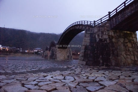 錦帯橋(早朝)の写真素材 [FYI01235019]