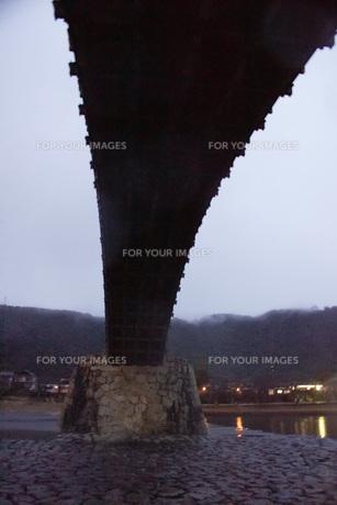 錦帯橋(早朝)の写真素材 [FYI01235020]