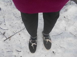 雪の上に立つin会津若松の写真素材 [FYI01235054]