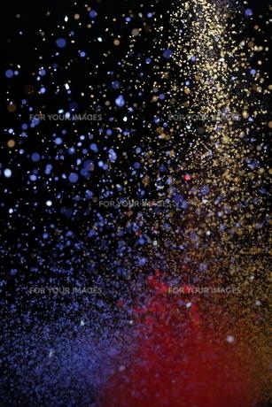 飛散るカラーパウダーの写真素材 [FYI01235161]