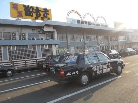 観音寺駅(香川県)の写真素材 [FYI01235378]