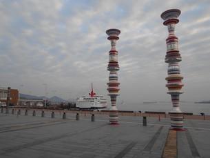 高松港 フェリーが到着の写真素材 [FYI01235390]