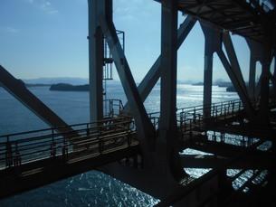 瀬戸大橋を渡るの写真素材 [FYI01235398]