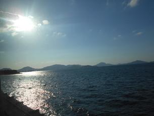 日光に照らされる瀬戸内海の写真素材 [FYI01235423]
