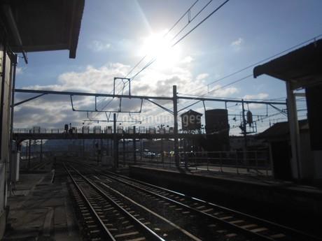 四国の鉄道の給水塔と日光の写真素材 [FYI01235424]