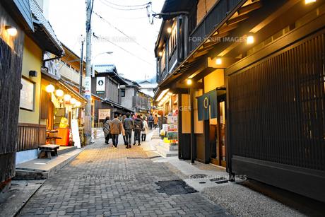 街道の写真素材 [FYI01235428]