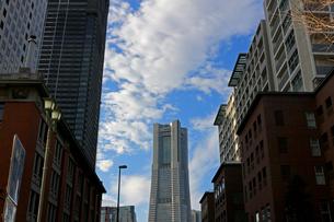 横浜ランドマークタワーの風景の写真素材 [FYI01235475]