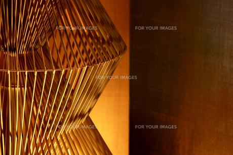 竹製の日本のインテリア照明の写真素材 [FYI01235478]