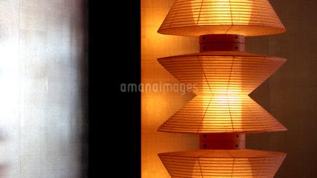 竹製の日本のインテリア照明の写真素材 [FYI01235479]