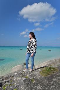 宮古島/リフレッシュ休暇の女性の写真素材 [FYI01235536]