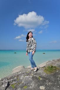 宮古島/リフレッシュ休暇の女性の写真素材 [FYI01235539]