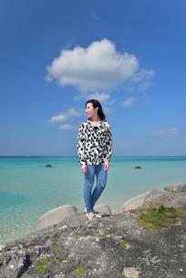宮古島/リフレッシュ休暇の女性の写真素材 [FYI01235540]