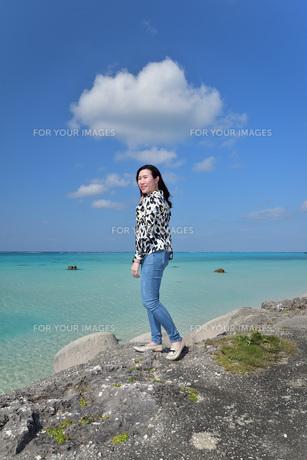 宮古島/リフレッシュ休暇の女性の写真素材 [FYI01235541]