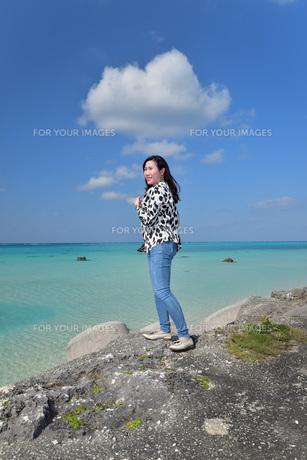 宮古島/リフレッシュ休暇の女性の写真素材 [FYI01235542]