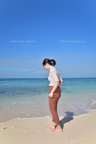 宮古島/リフレッシュ休暇の若い女性の写真素材 [FYI01235660]