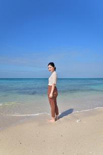 宮古島/リフレッシュ休暇の若い女性の写真素材 [FYI01235661]