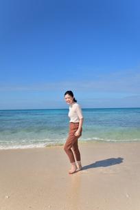 宮古島/リフレッシュ休暇の若い女性の写真素材 [FYI01235662]