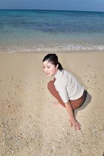 宮古島/リフレッシュ休暇の若い女性の写真素材 [FYI01235663]