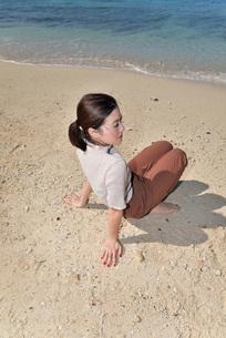 宮古島/リフレッシュ休暇の若い女性の写真素材 [FYI01235666]