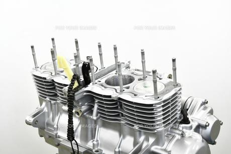 整備中のオートバイエンジンの写真素材 [FYI01235823]