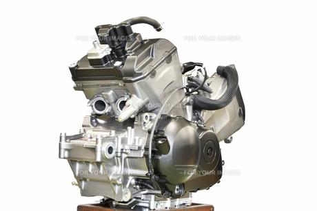 整備中のオートバイエンジンの写真素材 [FYI01235824]