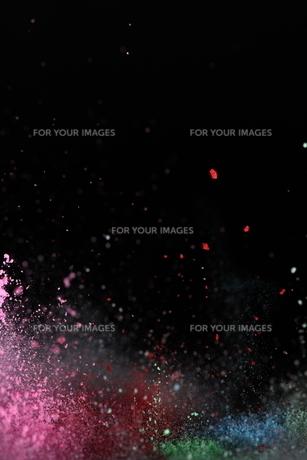 飛散るカラーパウダー の写真素材 [FYI01235857]