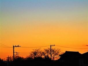 真冬の夕焼けの写真素材 [FYI01236022]