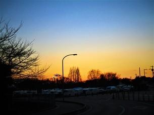 真冬の夕焼けの写真素材 [FYI01236023]