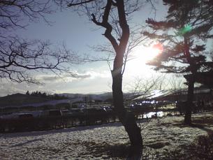 軽井沢で見た雪と日光(長野県)の写真素材 [FYI01236165]
